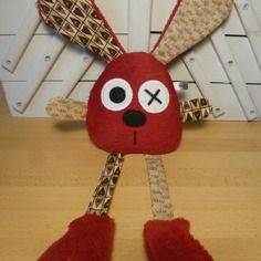 Doudou lapin rouge marron