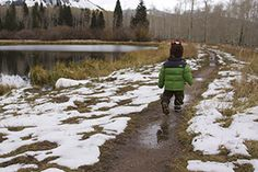 20 Outdoor Winter Activities for Kids (some I never thought of or did as a kid...like blowing bubbles and watching them freeze!)