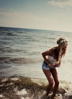 I wanna move to the beach NOW!! Lovee.