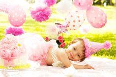 Curitiba, Kelli Homeniuk, Ensaio de bebê, 11 meses, 1 aninho, pré aniversário, bolo big Cupcake, Smash The Cake, Cake Smash, bolo, externo , jardim, delicado, rosa e branco, menina (41)9729-6585 ©Kelli Homeniuk - Fotografia Profissional