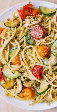 Pasta With Zucchini And Tomatoes, Zucchini Pasta Recipes, Spaghetti Squash Recipes, Chicken Zucchini, Chicken Pasta Recipes, Zucchini Tomato, Healthy Pasta With Chicken, Huhn Spaghetti, Chicken Spaghetti