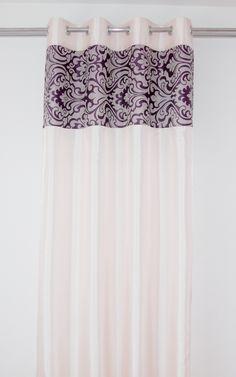 Zasłony jasnobeżowe gotowe z fioletowym ornamentem