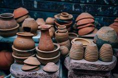 """Der Begriff Symbol kommt vom griechischen """"symbolon"""" und bedeutet übersetzt Erkennungszeichen. Die alten Griechen zerbrachen beispielsweise ein altes Tontäfelchen, wenn sie sich trennten. Begegneten sich nun jene Zwei, mit den passenden Hälften wieder, galt dies als Zeichen der Freundschaft. """"Symballein"""" bedeutet zusammenwerfen, zusammenfügen. (...) Symbole können nicht einfach ersetzt werden. #Symbol Wabi Sabi, Kintsugi, Organic Vegetables, Growing Vegetables, What Is Cultural Appropriation, Ellsworth Kelly, Pottery Pots, Antique Pictures, Archaeological Finds"""
