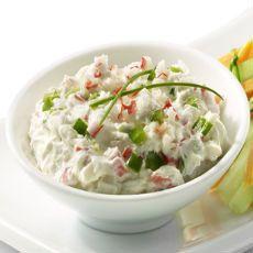 Prueba esta deliciosa surimi ensalada, queda realmente deliciosa ya que esta acompañada de cebollín, crema ácida y lechuga. Es una combinación que no te puedes perder.
