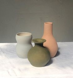 Ceramic vessels by Rachel Saunders Ceramic Vase, Ceramic Pottery, Slab Pottery, Pottery Sculpture, Ceramic Sculptures, Sculpture Art, Pinch Pots, Ceramic Studio, China Porcelain