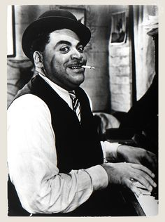 Listen to music from Fats Waller like Ain't Misbehavin', Two Sleepy People & more. Find the latest tracks, albums, and images from Fats Waller. Jazz Artists, Jazz Musicians, Today In Black History, Einstein, Fats Waller, Classic Jazz, Piano Player, Jazz Blues, Concert