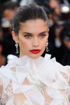 See the best hair and make-up from Cannes from Marion Cotillard to Jessica Chastain Sara Sampaio, Marion Cotillard, Red Carpet Ready, Red Carpet Looks, Jessica Chastain, Outfits Party Night, Wedding Hairstyles, Cool Hairstyles, Red Carpet Hairstyles