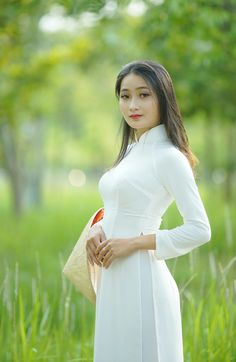 Cute Beauty, Ao Dai, White Girls, Asian Beauty, Vietnam, White Dress, High Neck Dress, Sexy, Pink