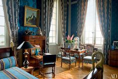 The French filmmaker fills his Burgundy chateau with glories, from fine gilt-wood furnishings to ancien régime portraits Classic Home Decor, Classic Interior, Classic House, Architectural Digest, Style Français, French Style, French Country, Interior And Exterior, Interior Design