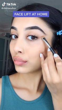 Flawless Face Makeup, Contour Makeup, Skin Makeup, Eyeshadow Makeup, Makeup Art, Freckles Makeup, Makeup Brushes, Makeup Looks Tutorial, Makeup Tutorial For Beginners