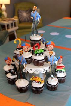 Plan a Blippi themed party for your little Blippi fan! Create a Blippi party that's affordable, creative, simple, and that your child will love! 3 Year Old Birthday Party Boy, Super Why Birthday, Birthday Party Snacks, Birthday Party Celebration, 4th Birthday Parties, Birthday Bash, Birthday Ideas, Cupcakes For Boys, Construction Birthday