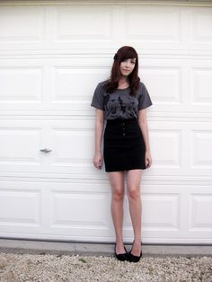 really simple but so cute: black skirt/shoes, graphic tee