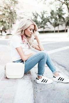 Happily Ever Allen. Chase Allen. Brit Allen. Fashion blogger. Fashion. Womens fashion. Street style. Love. Cute. Beautiful. Levis. Adidas. Blonde. Posing guide. Posing for models. Posing for bloggers.