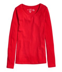 Punainen. CONSCIOUS. Vartalonmyötäinen pusero joustavaa luomupuuvillatrikoota. Pitkät hihat ja väljähkö pääntie.