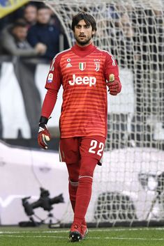 TURIN, ITALY - DECEMBER Juventus goalkeeper Mattia Perin gestures during the Serie A match between Juventus and UC Sampdoria on December 2018 in Turin, Italy. (Photo by Filippo Alfero - Juventus FC/Juventus FC via Getty Images) Juventus Goalkeeper, Juventus Team, Turin Italy, Uni, December, Image, Fashion, Fo Porter, Moda