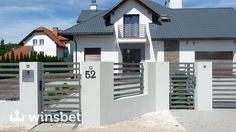 przesla plot lupany - Szukaj w Google Modern Fence Design, Front Gate Design, Front Gates, Security Door, Fence Panels, Pallet Furniture, Fence Ideas, Grills, Fencing