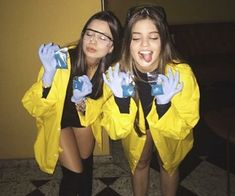 este Pin e muitos outros na pasta Brijit Reyes - . - Alles Pin -Encontre este Pin e muitos outros na pasta Brijit Reyes - . - Alles Pin - 15 Creative Couples Halloween Costume Ideas That You Haven't Seen Yet Breaking Bad Halloween Costume, Halloween Costumes For Bffs, Halloween Party Kostüm, Cute Costumes, Halloween Photos, Group Costumes, Vintage Halloween, Costume Ideas, Breaking Bad Kostüm