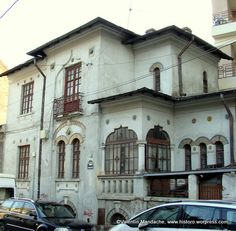 Stil Art Nouveau – Case de Epoca – Historic Houses of Romania Revival Architecture, Organic Architecture, Art Nouveau, Bucharest Romania, Historic Homes, Byzantine, Old Town, Old Houses, Colonial