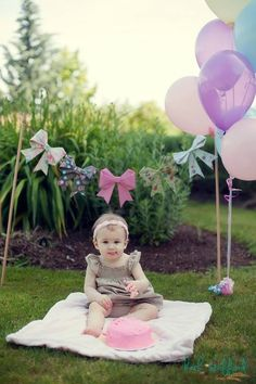 First birthday, cake smash photo shoot. Origami bow banner. {Beth Stafford Photography}