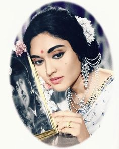 Old Film Stars, Vintage Bollywood, Beautiful Bollywood Actress, Saved Items, Vintage Movies, Indian Actresses, Art Sketches, Retro Fashion, Beautiful People