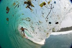 The ocean remains one of the most expansive, mysterious and diverse places on Earth. Here are 15 heartbreaking facts about the Ocean pollution Ocean Pollution, Plastic Pollution, Pollution Environment, Pollution Pictures, Ocean Drawing, E Skate, International Photography Awards, Marine Debris, Trash Art