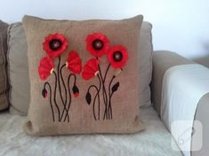 Natural Burlap Poppies Flower Embroidered by PeriferiBodrum, Felt Cushion, Felt Pillow, Crochet Pillow, Cute Pillows, Diy Pillows, Decorative Pillows, Wool Applique, Applique Quilts, Jute Fabric