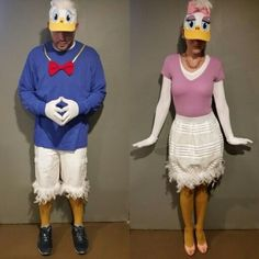Latest Screen Donald duck and daisy duck couple costume . Suggestions Donald duck and daisy duck couple costume Donald Duck Kostüm, Pato Donald Y Daisy, Duck Costumes, Disney Costumes, Daisy Duck Halloween Costume, Family Themed Halloween Costumes, Halloween Costumes To Make, Halloween Costume Contest, Themed Birthday Parties
