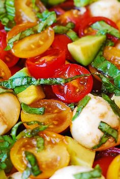 Tomato Basil Avocado Mozzarella Salad with Balsamic Dressing - you'll love this refreshing, healthy, Mediterranean style salad. Made with fresh ingredients, it's perfect for the Summer! This recipe is simple and uses just a few Main Dish Salads, Veggie Side Dishes, Food Dishes, Healthy Food Choices, Healthy Recipes, Salad Recipes, Avocado Recipes, Healthy Salads, Potato Recipes
