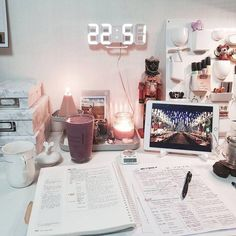 Try these easy DIY dorm room decor ideas to decorate your dorm! These DIY tips, tricks and hacks are cheap and easy to do to liven up your dorm room! My New Room, My Room, Study Space, Desk Space, Study Rooms, Room Goals, Study Inspiration, Aesthetic Rooms, Music Aesthetic