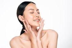 ŽENA-IN - Zapomeňte na botox. Proti vráskám pomůže i masáž obličeje, kterou zvládnete doma Coco Chanel, Victoria Beckham, Celebrity, Celebs, Celebrities