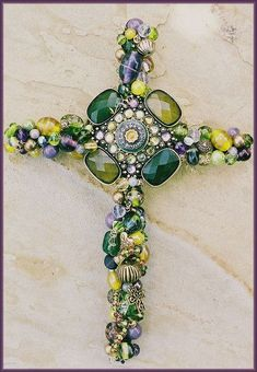 Beaded Wire Wall Cross_PlumOlive focal is recycled costume jewelry aha! hopefully a good source of cheap embellishments Cross Jewelry, Old Jewelry, Jewelry Art, Custom Jewelry, Jewelry Frames, Pandora Jewelry, Jewlery, Costume Jewelry Crafts, Vintage Jewelry Crafts