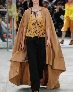 #eye___contact, #cashe, #ss17, #cape, #cloak, #camelcoat, #fashionart, #fashiondetails, #fashiondetail, #fashiondesign, #avantgarde, #avantgardefashion, #highfashion, #fashionshow, #couture, #hautecouture, #runway