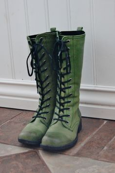 Green boots. Reminds me of a pair of shoes I had as a child.