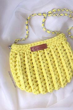 30 Free DIY Learn How to Crochet Sweet Simple Handbag Ideas New 2020 - Page 23 of 30 - crochetsample. Chevron Crochet, Crochet Circles, Crochet Yarn, Knitting Yarn, Easy Crochet, Free Knitting, Crochet Granny, Crochet Purse Patterns, Loom Knitting Patterns