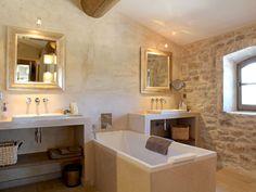 beautiful bathroom - rustic stone, white plaster, pale render and warm lighting Stone Bathroom, Modern Bathroom, Small Bathroom, Bathroom Ideas, Stone Decoration, Santorini House, Large Baths, Vintage Bathrooms, Country Bathrooms