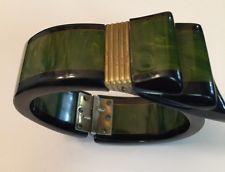 Fabulous Mottled Green Bakelite Bow Ribbon Clamper Bracelet