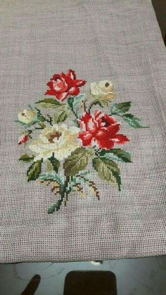 Lovely floral/roses cross stitch embroidered tablecloth in linen from Sweden Small Cross Stitch, Cross Stitch Borders, Cross Stitch Rose, Cross Stitch Flowers, Cross Stitch Designs, Cross Stitch Patterns, Wool Embroidery, Cross Stitch Embroidery, Embroidery Patterns