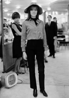 Françoise Hardy photographed by Giancarlo Botti in Paris, October 1965 French Fashion, Vintage Fashion, Androgynous Look, Androgyny, Fashion Through The Decades, Françoise Hardy, Cool Outfits, Fashion Outfits, Women's Fashion
