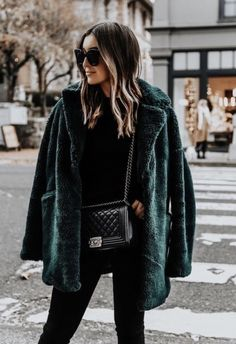 Mode Outfits, Fall Outfits, Casual Outfits, Fashion Outfits, Hippie Outfits, Green Outfits, Winter Coat Outfits, Winter Clothes Women, All Black Outfit Casual