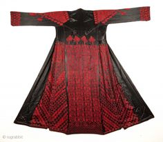 The rear of a traditional Bedouin dress, for   women.  From Syria, first half of 20th century.