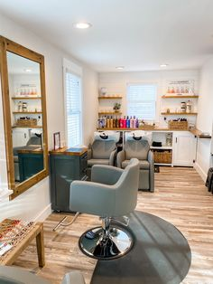 Check out the gray Venturi Styling Chairs and Avery Shampoo Systems at the gorgeous KC Salon & Spa in Largo, FL! Home Beauty Salon, Home Hair Salons, Hair Salon Interior, Beauty Salon Decor, Home Salon, Beauty Room, Design Salon, Salon Interior Design, Small Salon Designs