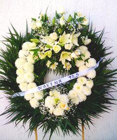 Corona funebre mediana  www.floreriazazil.com #floreriasencancun #floreriazazil #arreglosfunebres #funeralarrangements #cancunflorist