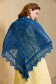 This crochet lace is stunning! I also love the combination of the blue crochet shawl and the yellow dress. Midsummer Night's Shawl - Media - Crochet Me