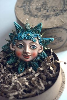 Nadine Pau - masks, dolls and ornaments.'s photos Christmas Tree Toy, Christmas Mood, Christmas Ornaments, Christmas Ideas, Christmas Decorations, Polymer Clay Art, Polymer Clay Jewelry, Paperclay, Sculpture Clay