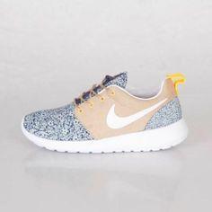 Nike x Liberty Of London Womens Rosherun Quickstrike (654165-400)