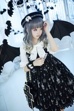 Angelic Pretty - Holy Lantern ((black x white)) Harajuku Mode, Harajuku Fashion, Kawaii Fashion, Cute Fashion, Asian Fashion, Lolita Cosplay, Cosplay Girls, Visual Kei, Mode Lolita