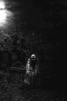 SOS Samhain Halloween, Darkness Falls, Dark Pictures, Dark Gothic, Gothic Art, Silhouette, Ghost Stories, Horror Art, Macabre