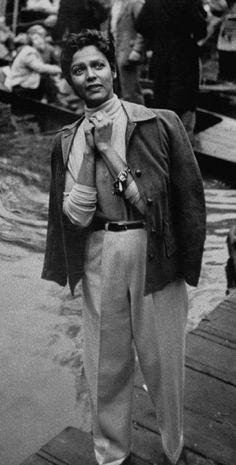Darling Dorothy Dandridge : Dorothy Dandridge during Oxford May Day morning, captured by photographer Carl Mydans circa African American Beauty, American History, Pop Art Fashion, Vintage Black Glamour, Vintage Style, Dorothy Dandridge, Vintage Photos Women, Black Actresses, Black Goddess