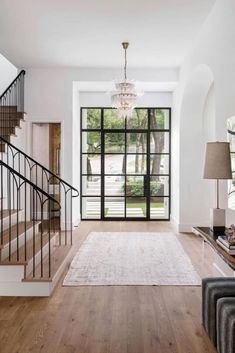 Wundersch nes mediterranes Haus in Texas umgeben von majest tischen Eichen Custom Home Builders, Custom Homes, Feng Shui, Architecture Design, Hallway Designs, Hallway Ideas, Iron Doors, Metal Doors, Glass Doors