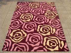 Rose design hand tufted rug, made in india. For more details contact us at info@surekasgroup.com